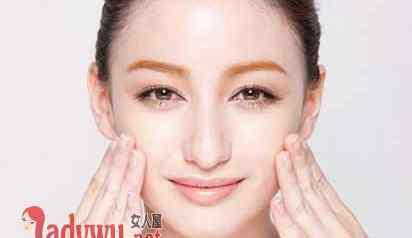 脸部脱皮 脸上脱皮怎么护理 如何正确的护理干燥肌肤