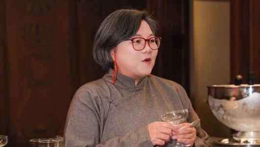 洪晃的母亲 洪晃真实身世惊人年轻时很美 电影暗批前夫陈凯歌引热议