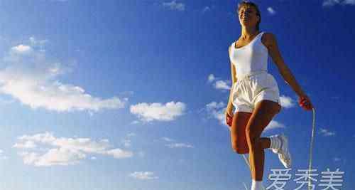 女生跳绳 女人跳绳对子宫的好处 女人跳绳好还是跑步好