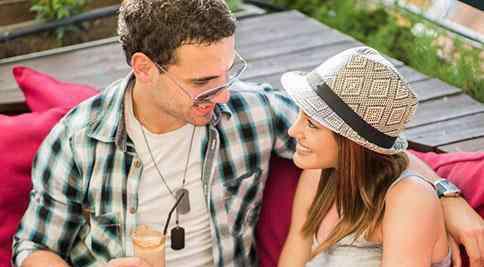 男人真正动情的表现 男人真正动情的表现有哪些 动了情的男人会为你考虑