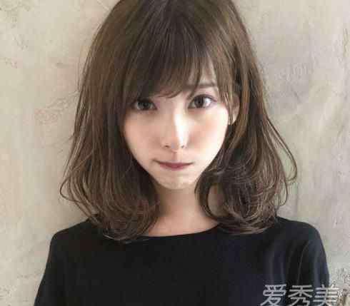 职业发型 30岁职场女性适合留什么发型 职场有气质的发型图片