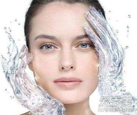 柔肤水的作用 柔肤水和爽肤水的区别与功效 柔肤水和爽肤水一样吗