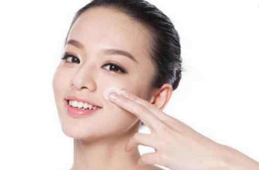 乳液护肤 精华在乳液前还是后使用 揭正确的护肤步骤是什么