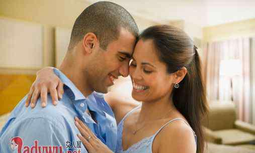 男人准备分手的前奏 男人想亲你的前奏有哪些 男的突然搂着你的腰是想亲你吗