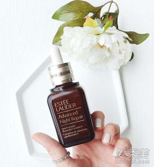 皮肤干燥用什么护肤品 皮肤干燥用什么护肤品? 不同肤质不同解决方案!