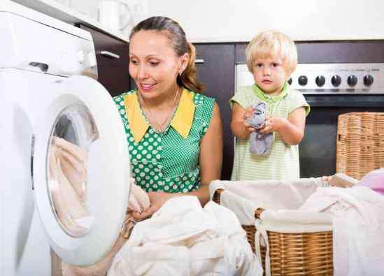 衣服上的陈旧污渍怎么去除 衣物有黄渍和霉点怎么去除 衣物清洗的好方法