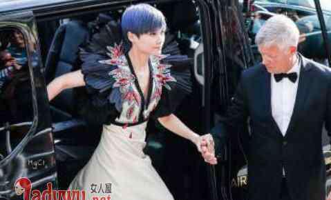 李宇春结婚了 李宇春和老外结婚了吗 李宇春父亲说明真相破结婚谣言