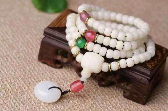 女人带菩提子的好处 菩提根手串有什么好处 给你一个戴它的理由