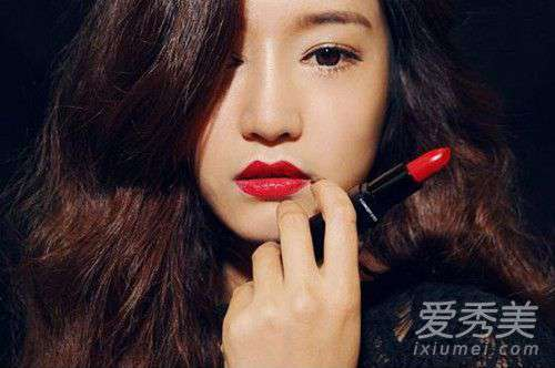 女人嘴唇发紫是什么原因 嘴唇发紫用什么颜色的口红好