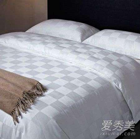多久洗一次床单最科学 床单多久洗一次比较好 床单洗完有异味怎么办