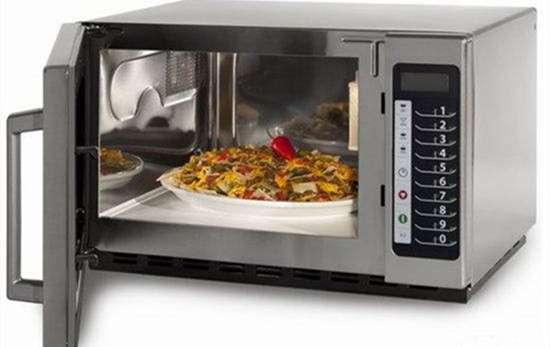 铝箔纸可以放微波炉吗 锡纸碗可以放微波炉吗 微波炉和烤箱哪个实用
