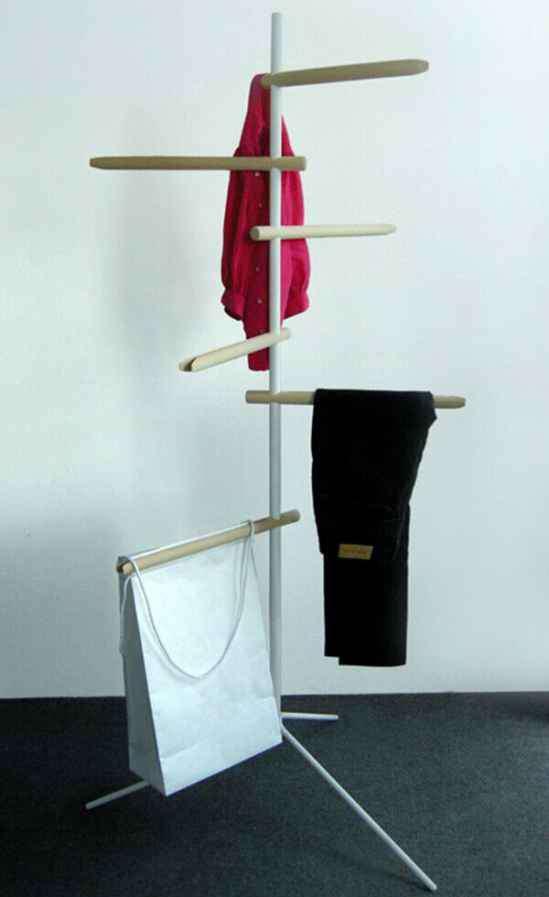 挂衣服的架子 卧室挂衣服的架子设计图 节省空间尽显时尚范