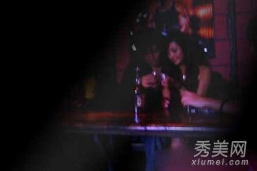 女星潜规则图片 大牌女星也陪酒 娱乐圈女星被潜规则照片曝光