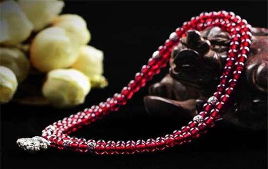 天然石榴石的作用 红石榴石的寓意 戴红石榴石手链的作用