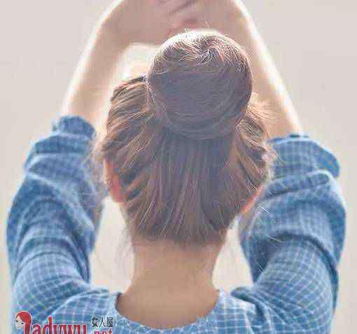 小脸女生适合什么发型 小脸女生适合什么发型 四款发型让你的脸型更加精致