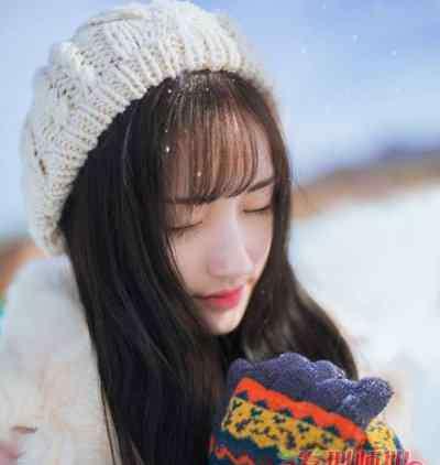 大雪纷飞图片 大雪纷飞银装素裹 冬季唯美雪地写真发型look