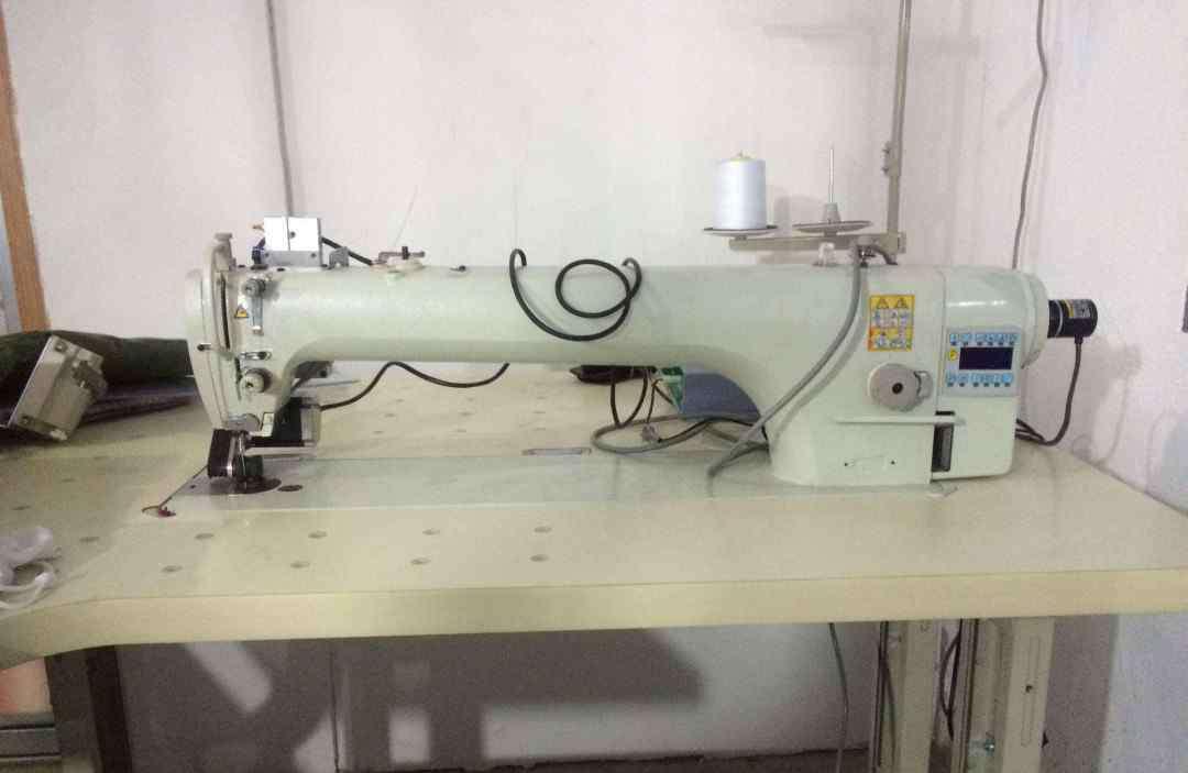 缝纫机跳线调整视频 缝纫机底线松怎么调试 如何调整缝纫机的底线