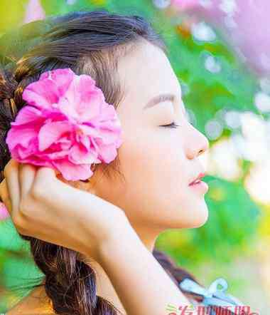 长辫子少女 长发女生美丽的长辫子发型 如何编织美丽长发