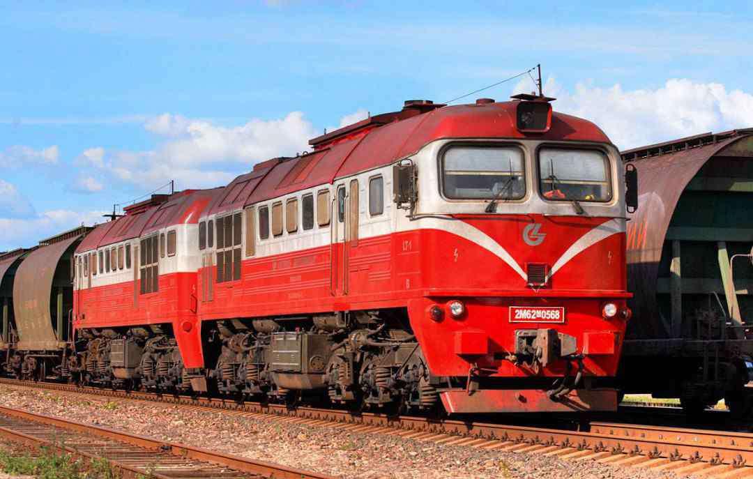 内燃机火车 内燃机火车和电力火车哪个先出现 看完你就清楚了