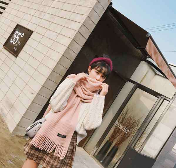 冬季短裙怎么搭配 格纹短裙搭配什么上衣怎么搭配好看冬季a字格纹短裙这样穿