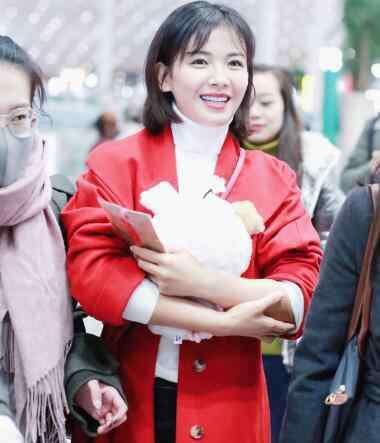 红色大衣 刘涛同款红色大衣品牌介绍 红色衣服才有过年的感觉