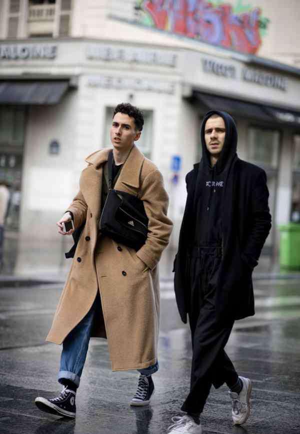 黑色高跟鞋配衣服图片 男生黑色大衣配什么鞋子好看图片搭配出不同的风格