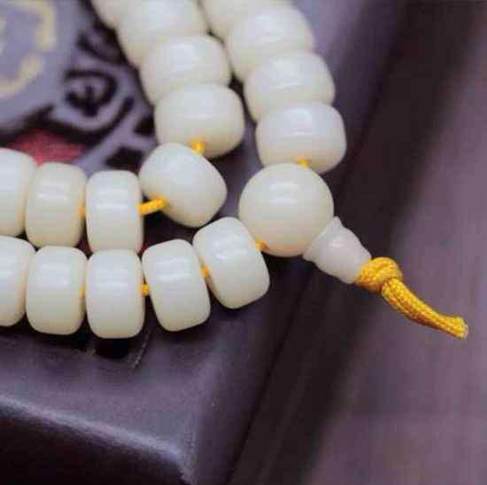 白玉菩提变色过程照片 菩提根怎么盘玩变色快 正确的方法你知道吗?