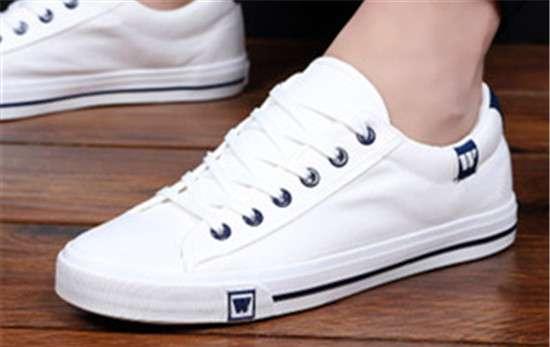 白帆布鞋 白色帆布鞋很脏怎么洗 4个小窍门让你的帆布鞋亮白如新