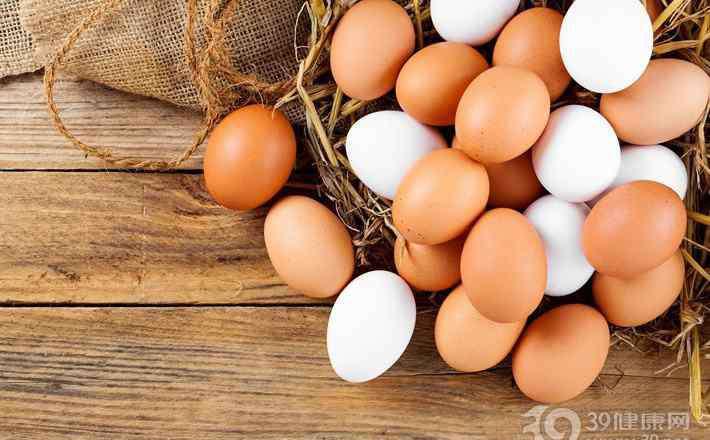 红皮鸡蛋和白皮鸡蛋有什么区别 说毛鸡蛋的营养价值高都是扯淡白皮鸡蛋和红皮鸡蛋哪个更有营养