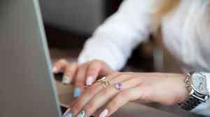 指甲容易断裂是什么原因 指甲脆弱易断吃什么好