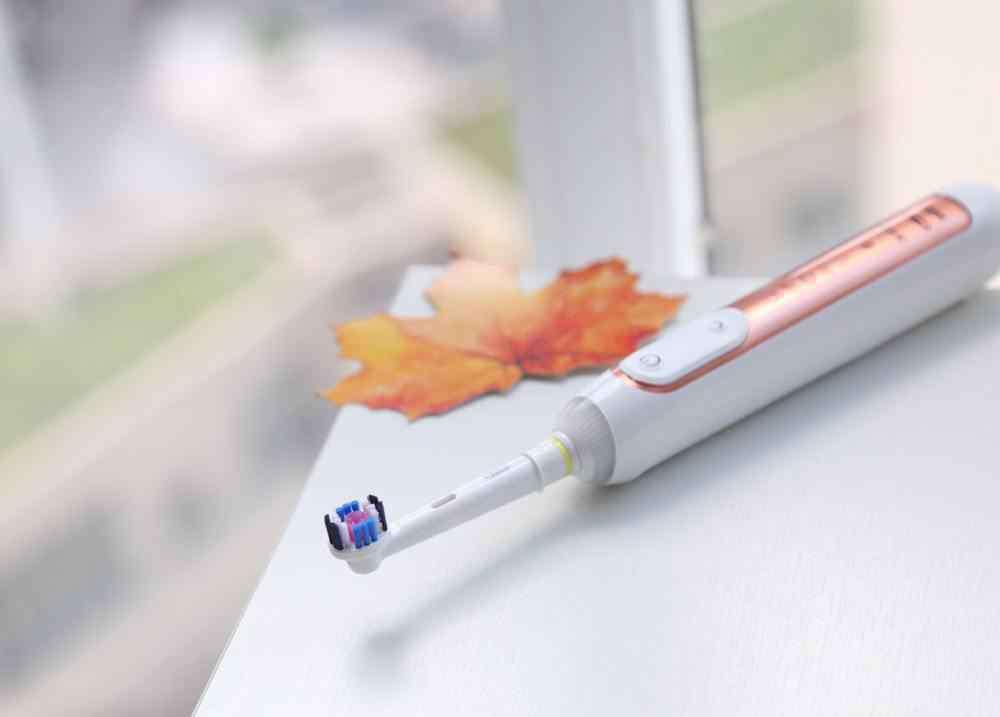 电动牙刷怎么换刷头 欧乐b电动牙刷怎么更换刷头 电动牙刷的正确使用方法