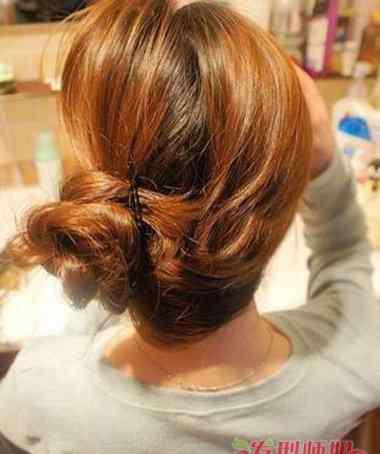 夏天头发怎么扎好看 夏天扎头发的方法 夏天怎样扎头发好看