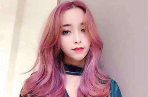 樱花是什么颜色 今年女生流行染什么颜色的头发 浪漫樱花粉染发让你美丽整个春天