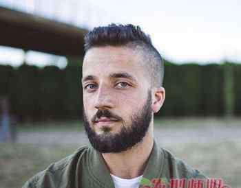 中国男士胡须造型图片 光头+胡须才是成熟的标志 今年最新款男生光头胡须造型设计