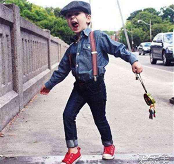 背带裤图片 儿童背带裤搭配图片 儿童怎么穿背带裤好看?