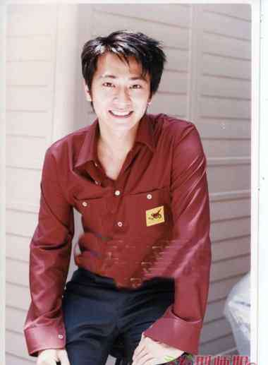 孙耀威女友 孙耀威携女友澳洲拍婚纱照 炫酷造型引领时尚潮流
