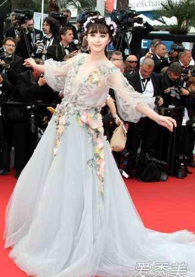 范冰冰礼服 第68届戛纳电影节 范冰冰花朵礼服美哭了