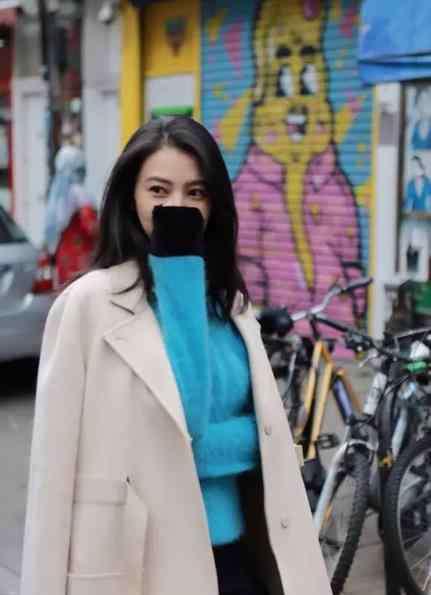 毛衣的品牌 高圆圆时装周街拍 蓝色毛衣是什么牌子?
