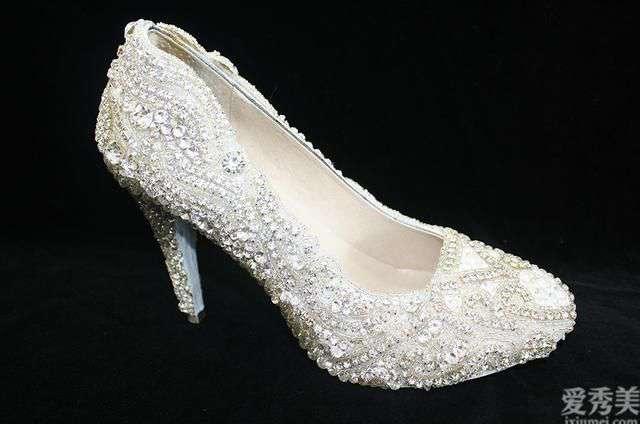 以纯帆布鞋 冷门知识:一双高跟鞋能够有多贵?