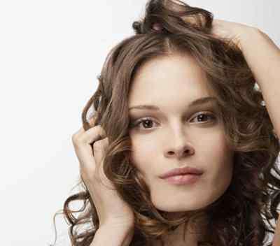 头发痒用什么可以止痒 头痒的厉害用醋洗头可以止痒吗 头痒别瞎用偏方要找到根本原因