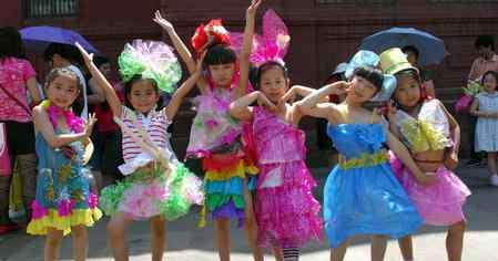 环保材料做衣服 环保材料的儿童服装图片