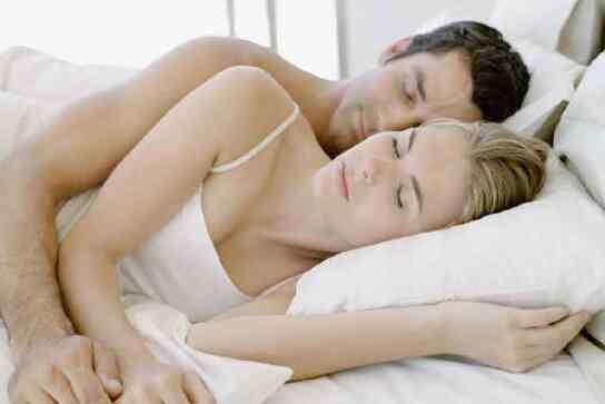 抚摸什么意思 男人摸你腰是什么意思 什么情况下男人会抚摸你的腰