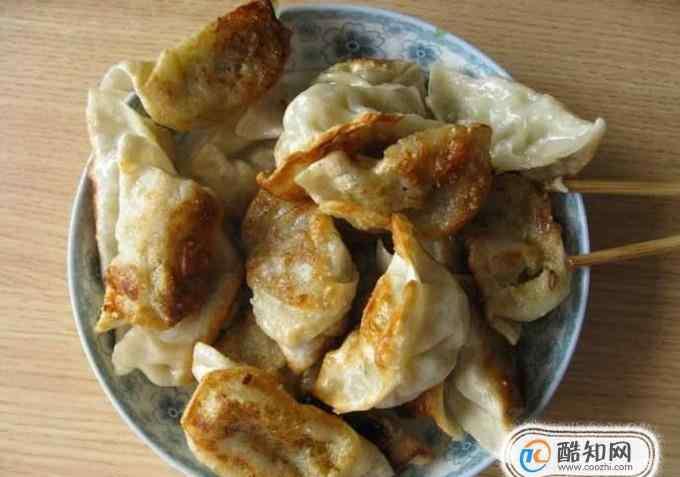 速冻水饺 冰冻水饺怎么煎 速冻水饺能直接炸着吃吗?