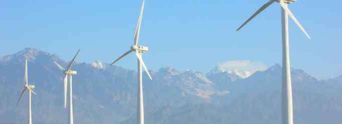 风力发电厂 风力发电厂造在海上好还是陆上好?
