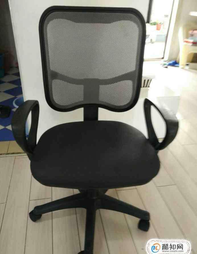 升降椅怎么降下去 如何将电脑升降椅的液压顶杆拆下来