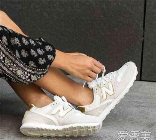 女鞋品牌有哪些 适合情侣穿的鞋子品牌有哪些 情侣鞋品牌排行榜