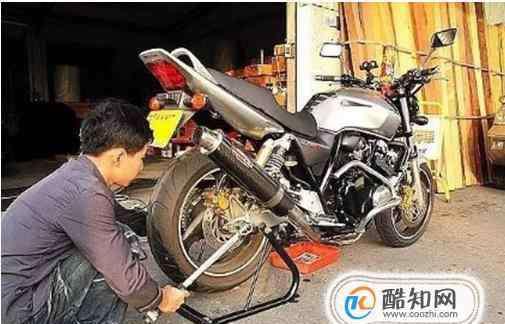 摩托车链条松了怎么调 如何自己调整摩托车链条