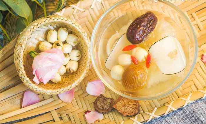 润燥银耳莲子汤的八种做法