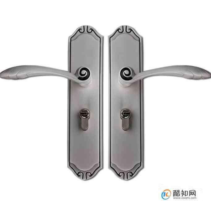 车钥匙锁车里开门技巧 钥匙锁在家里怎么办