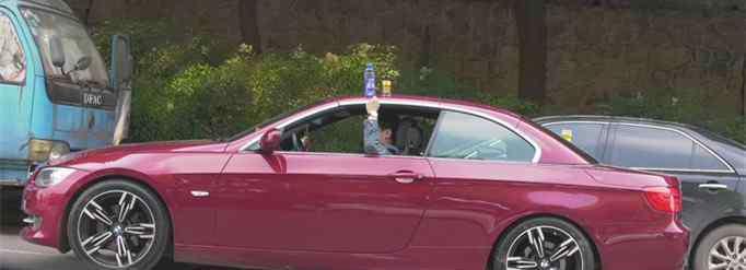 车上放瓶水 车顶放水瓶是什么意思?